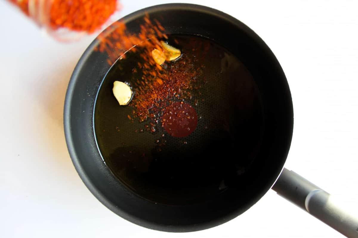 Adding the chili to the garlic oil.