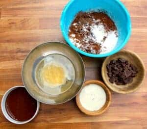 Five bowls of the different brownie ingredients