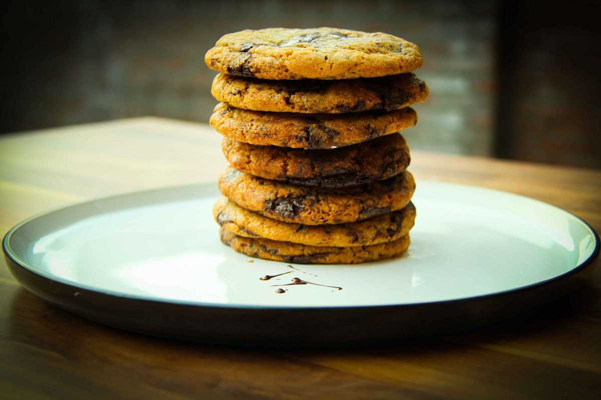 The finished cookies on a big plate.