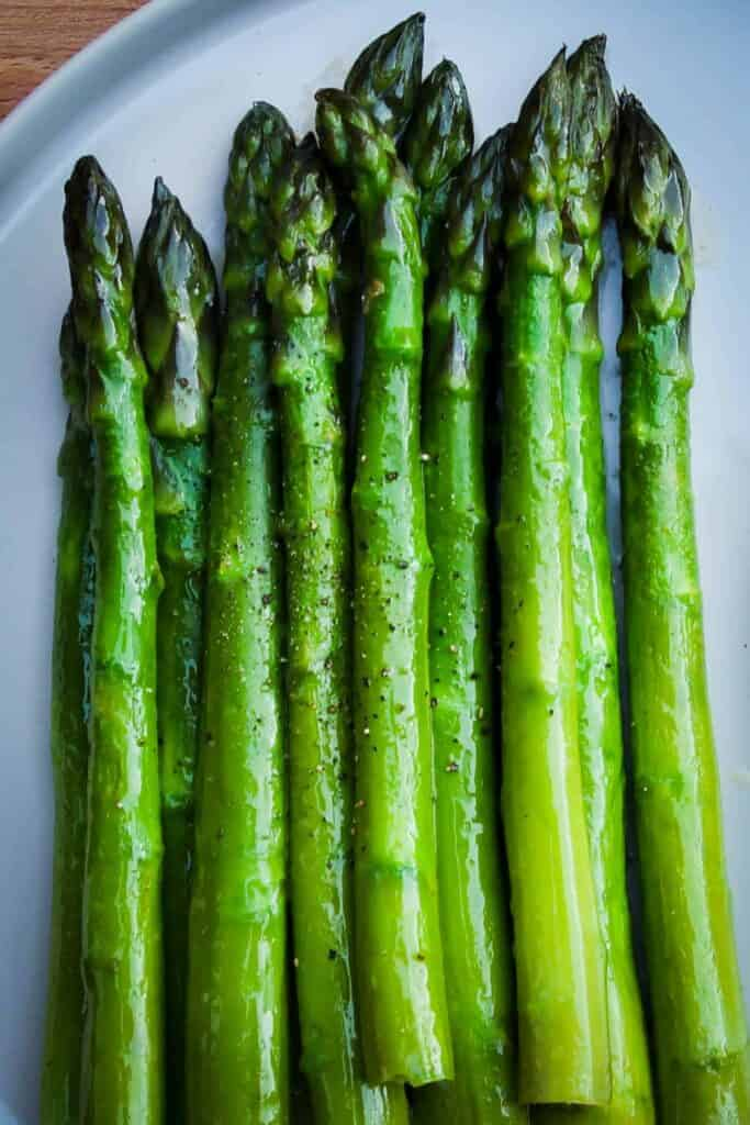 Vegetarian green asparagus with citrus mayo