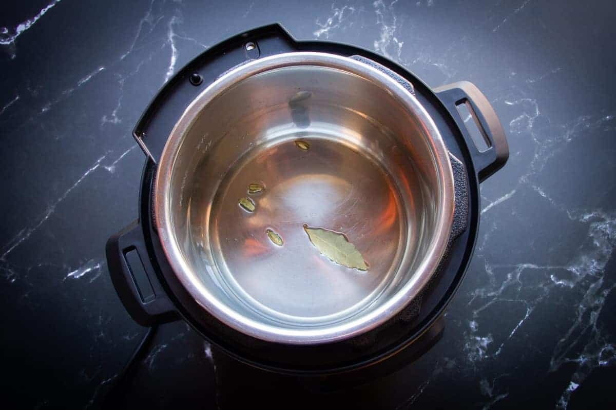 Making the flavoured oil in the instant pot.