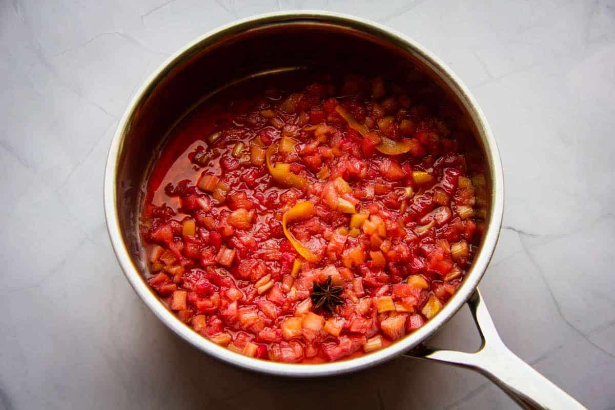Cooked-rhubarb-sauce-in-a-pan