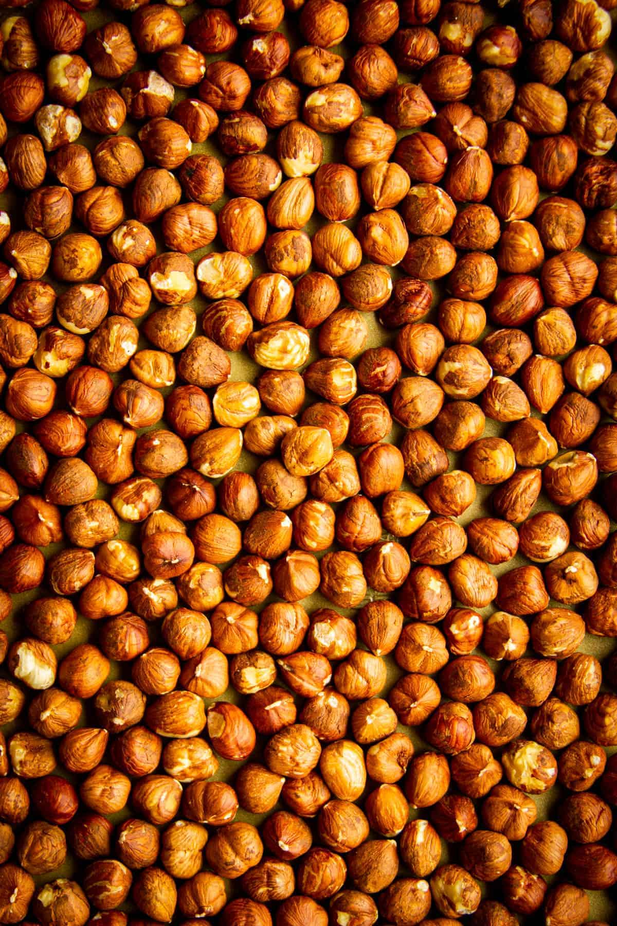 roasted-hazelnuts-close-up-on-a-tray