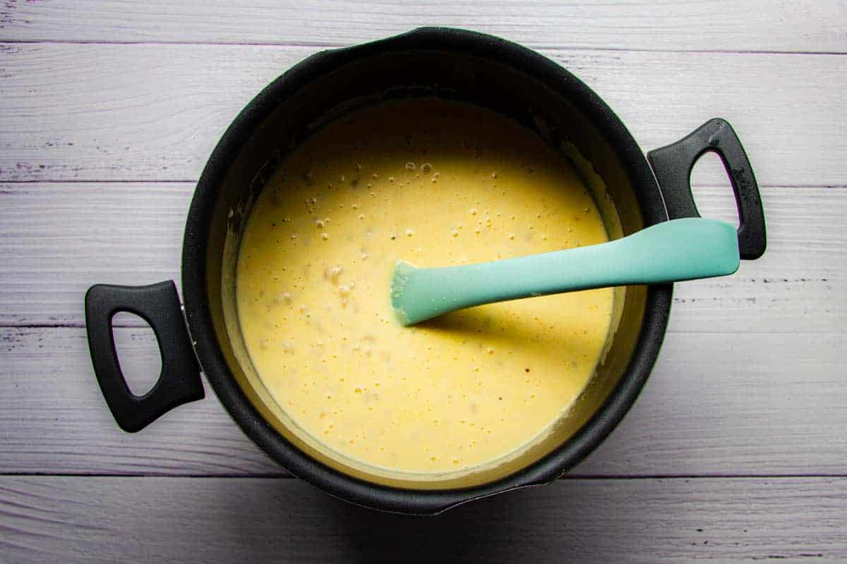adding-the-pasta-to-the-bechemel-sauce