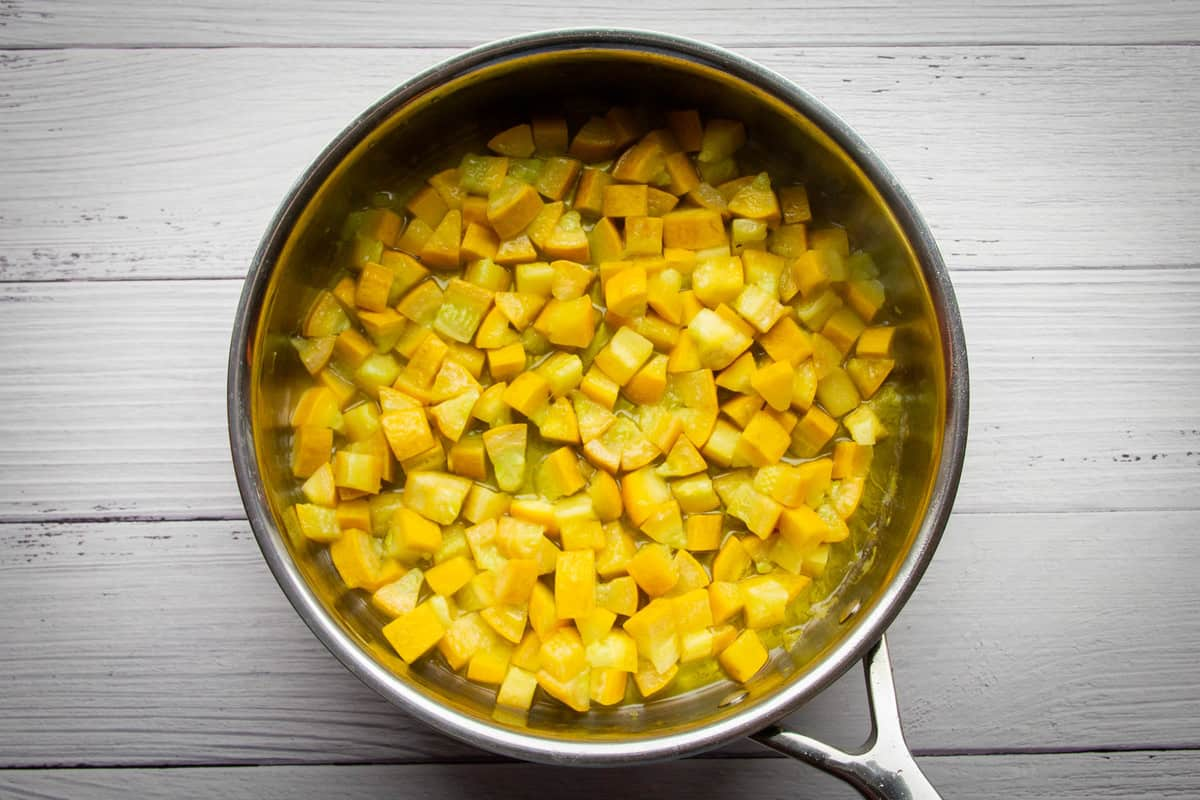 The yellow zucchini cooked in the pan.