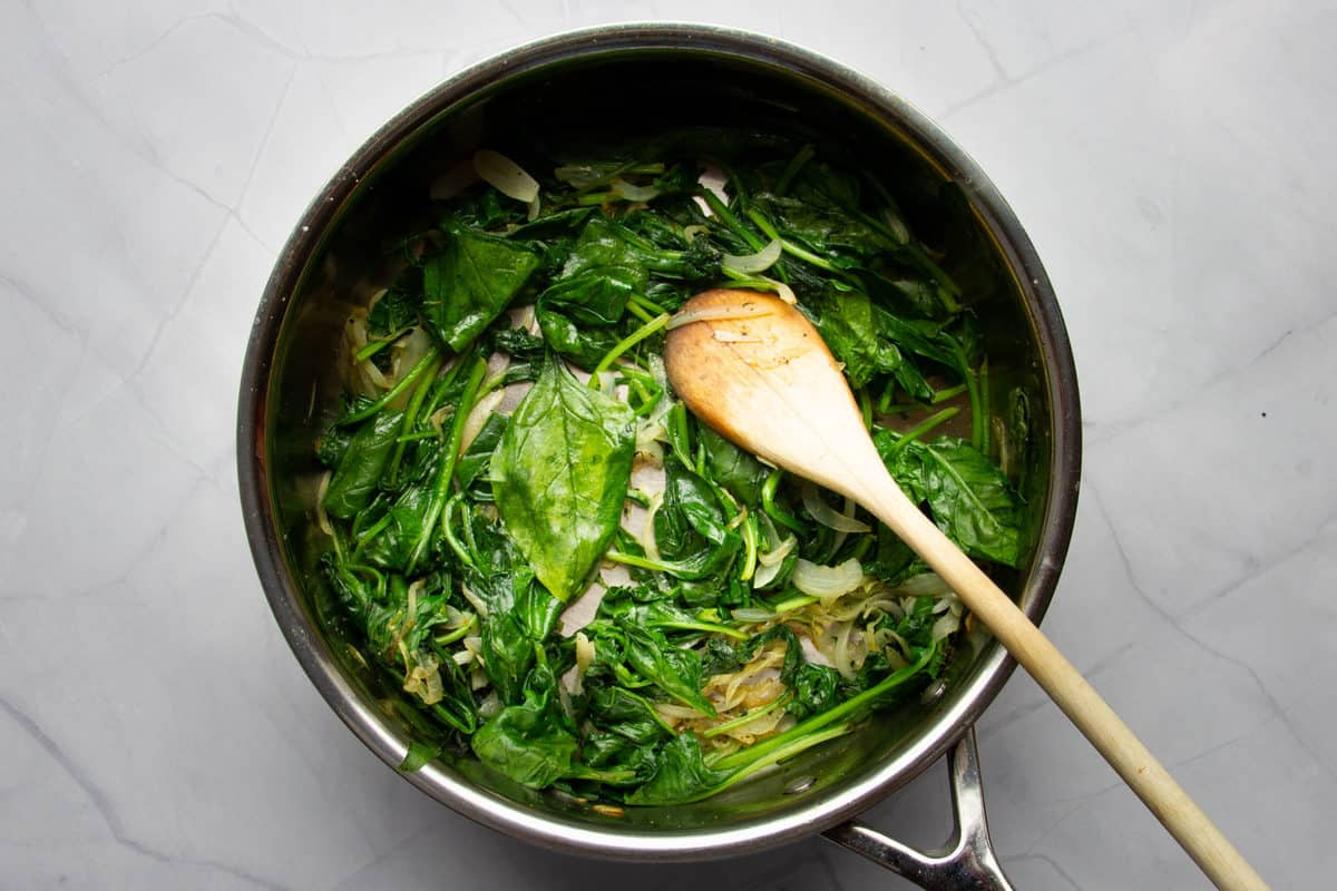 The cooked spinach in the pan.