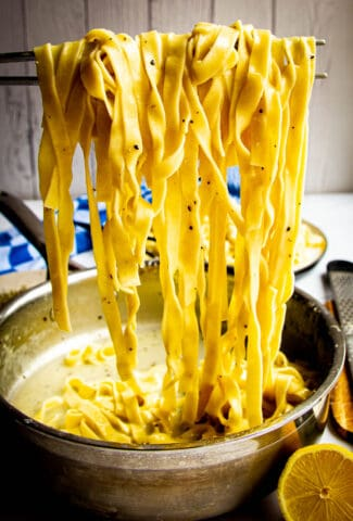 Tagliatelle cacio e pepe lifted out of the pan.